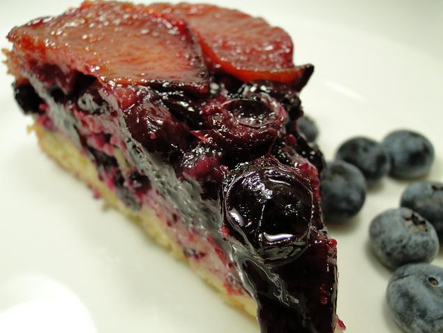 Knitty baker: HCB: Plum & Blueberry Upside Down Torte