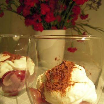 Deser z winogron i bitą śmietaną - Czytaj więcej »