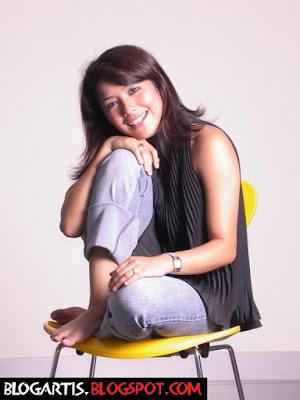 Nadila, the cute and stunning singer from Bandung