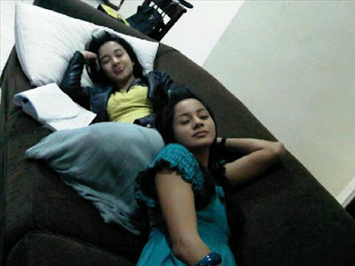 Laudya Cinthya Bella is sleeping on couch