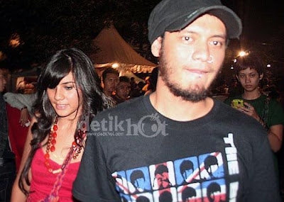 Eno Netral has a new girlfriend, Nadia