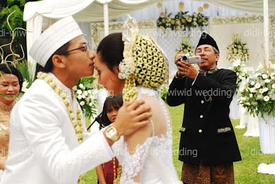 Wiwid Gunawan officially got married