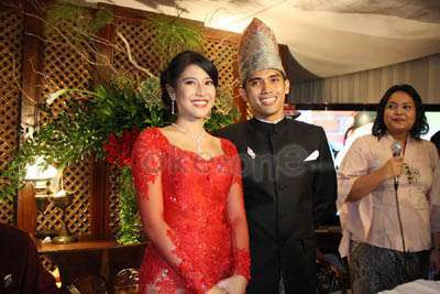 Dian Sastrowardoyo is married!