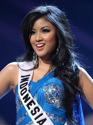 Zivanna Letisha Siregar in Miss Universe 2009 Pageant in swimwear