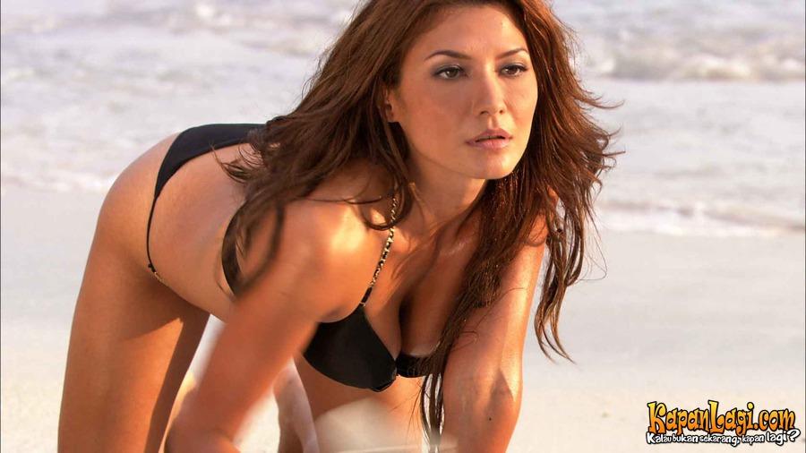 Tamara Bleszynski Bugil air terjun pengantin