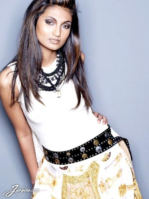 koleksi foto bugil indonesian model laura mulyadi