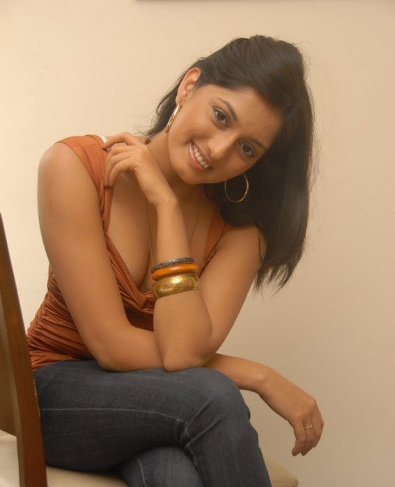 parvathi vaze hot images