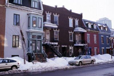 Tournoi d'échecs de Montreal, l'hiver quand la neige s'accumule sur les trottoirs