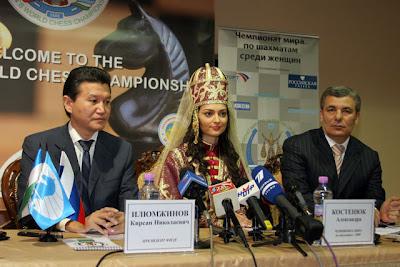 Kirsan Ilyumzhinov, le président de la FIDE, Alexandra Kosteniuk, championne du monde d'échecs et Arcen Kanokov, le président du Kabardino-Balkaria - photo Ruslan Mamiev