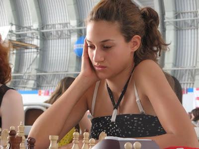 La joueuse d'échecs serbe Lena Miladinovic