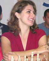 Adina Hamdouchi, championne d'échecs et ingénieur chimiste à la fois