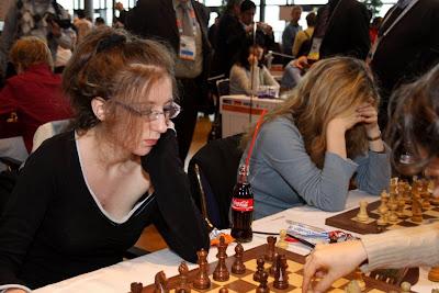 Marie Sebag gagne sa partie (avec un coca!) face à l'américaine Irina Krush mais la France devra finalement s'incliner 2,5 à 1,5