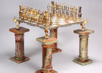 Le monumental jeu d'échecs en marbre de Michael Jackson, estimé entre 2.000 et 3.000 dollars - photo Le Figaro