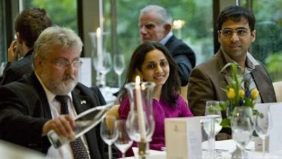 Vishy Anand, le champion du Monde d'échecs et son épouse Aruna © Chess Tigers