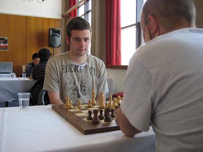 L'anglais David Eggleston mène dans le Master d'échecs © Chess & Strategy