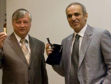 Karpov et Kasparov à Valence © Antonio Mejias Flores/AFP
