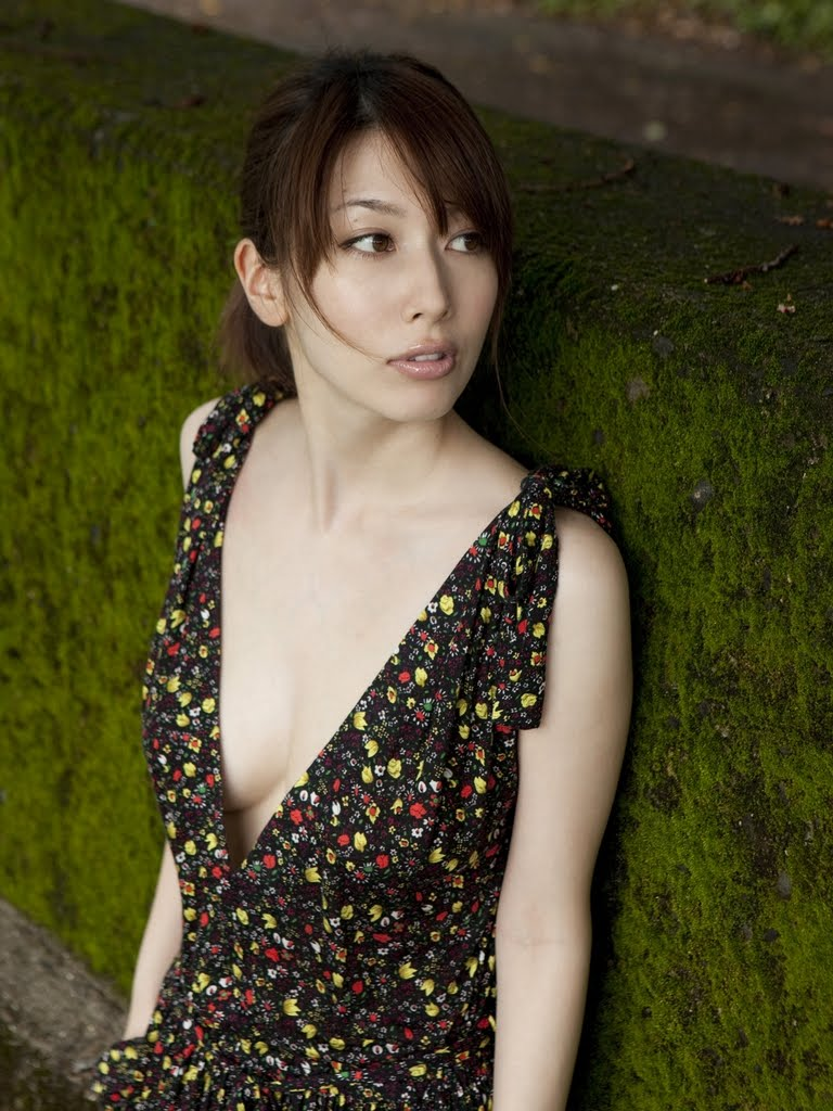 Emi KOBAYASHI in forest