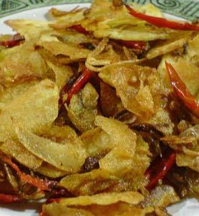 Di Provinsi Riau terdapat makanan tradisional yang bernama Rempeyek ...