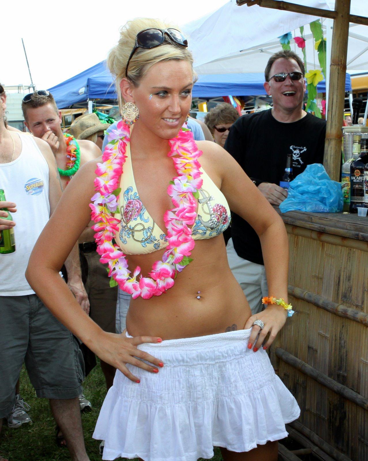 Mature german woman jerks off