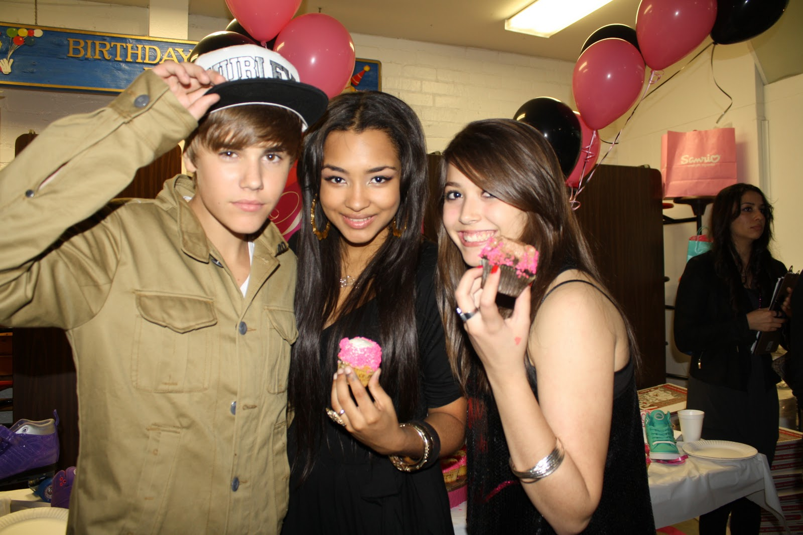 Justin bieber and jessica jarrell kissing