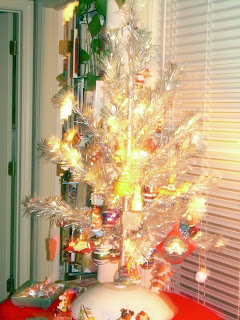 lousy picture of our wonderful authentic 1960s pompom aluminum christmas tree - How Many Days Away Is Christmas