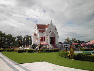สถานที่ท่องเที่ยว พระราชวังจันทน์