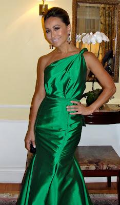 http://2.bp.blogspot.com/_hN6GO9nnyjM/TMuHBULdyNI/AAAAAAAACgM/JCIPemom3T8/s1600/sabrina_sato_vestido_verde_longo.jpg