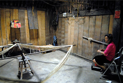 black hmong sapa vietnam hemp spinning