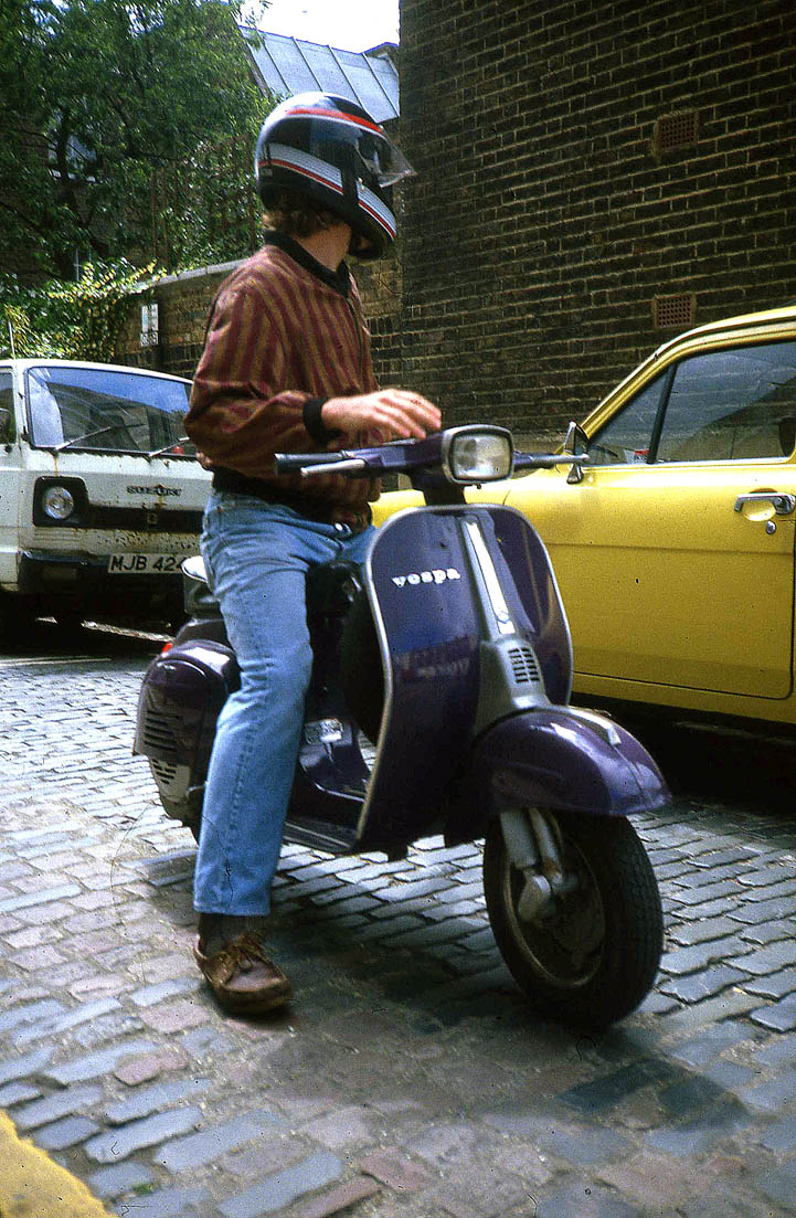 Purple Vespa http://gavinwatsonsphotography.blogspot.com/2010/08/lesleys-purple-vespa-sold.html