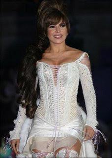Vestida de blanco gloria trevi
