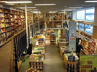 mal og menning reykjavik bookstore