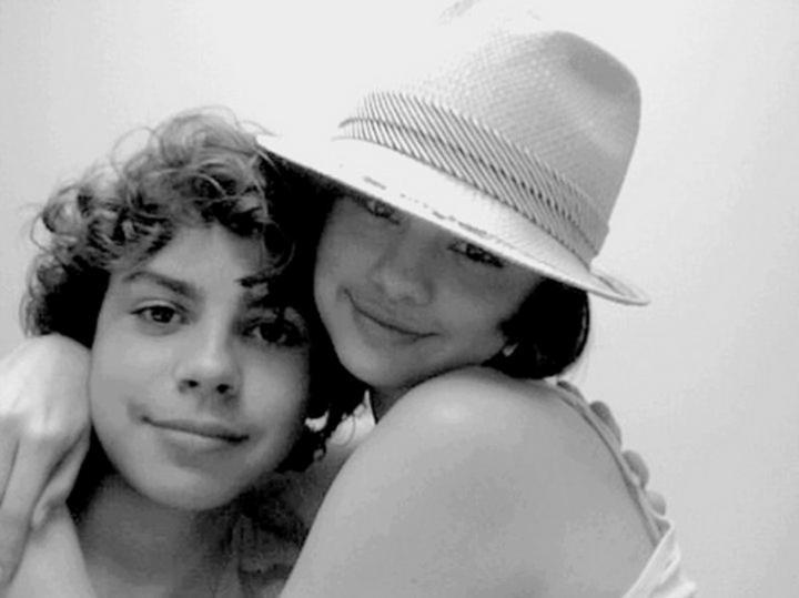 Jake-Selena-Personal-selena-gomez-and-jake-t-austin-6175087-720-539    Jake T Austin And Selena Gomez Hugging