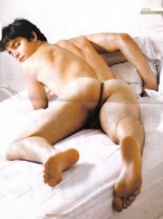 kaka desnudo: