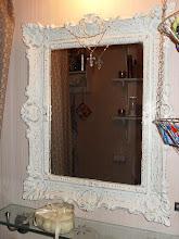 Guldig spegel på toan blev vit.