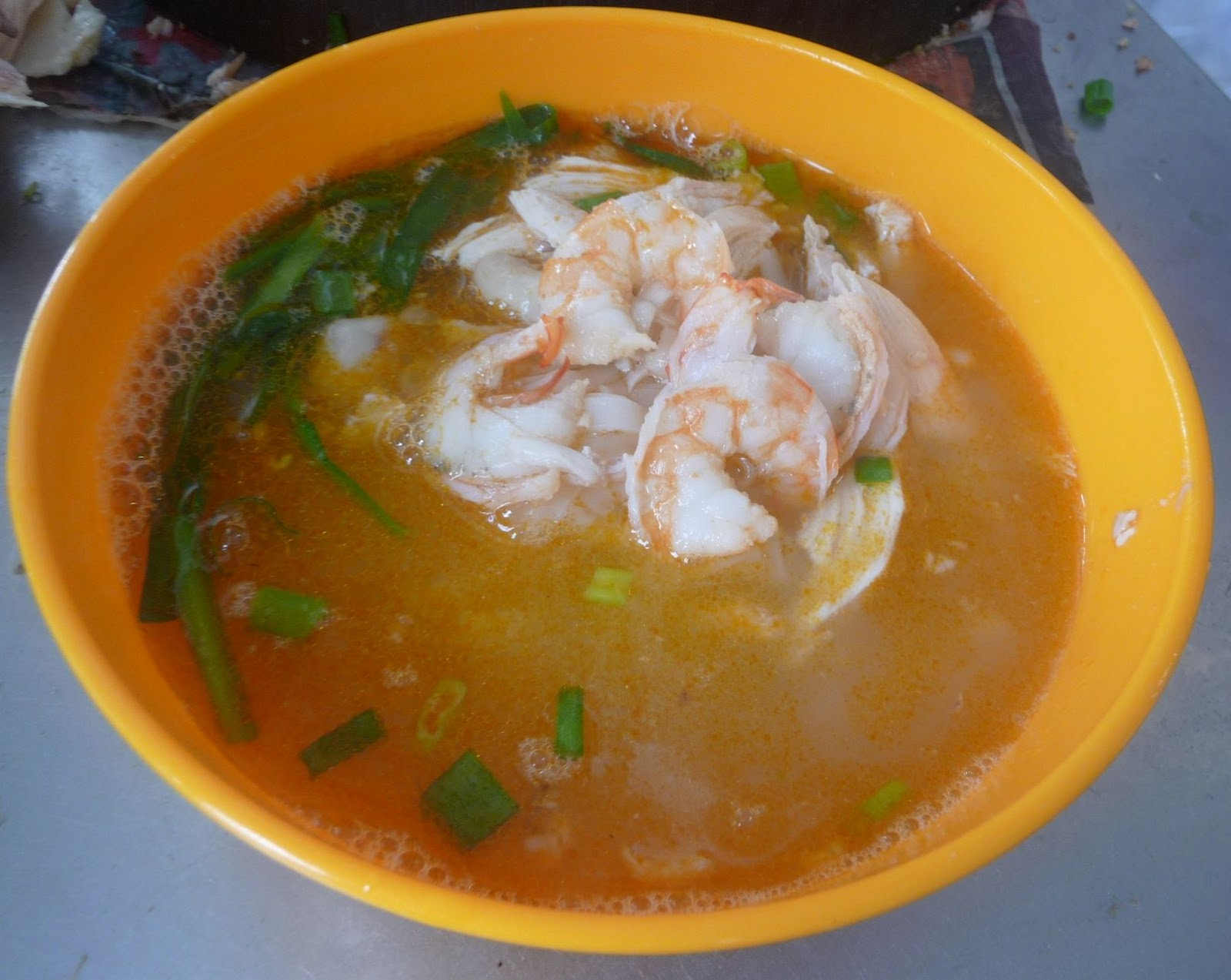 The smooth and tender sar hor fun or kueh teow soup that attract a lot ...
