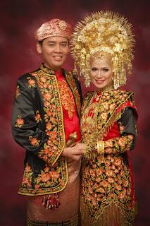 Pakaian Pengantin adat Minang