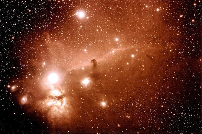 """Nebulosa de la """"Flama"""" i el """"Cap de de cavall"""", en Orió. a 1.300 anys llum de distància."""