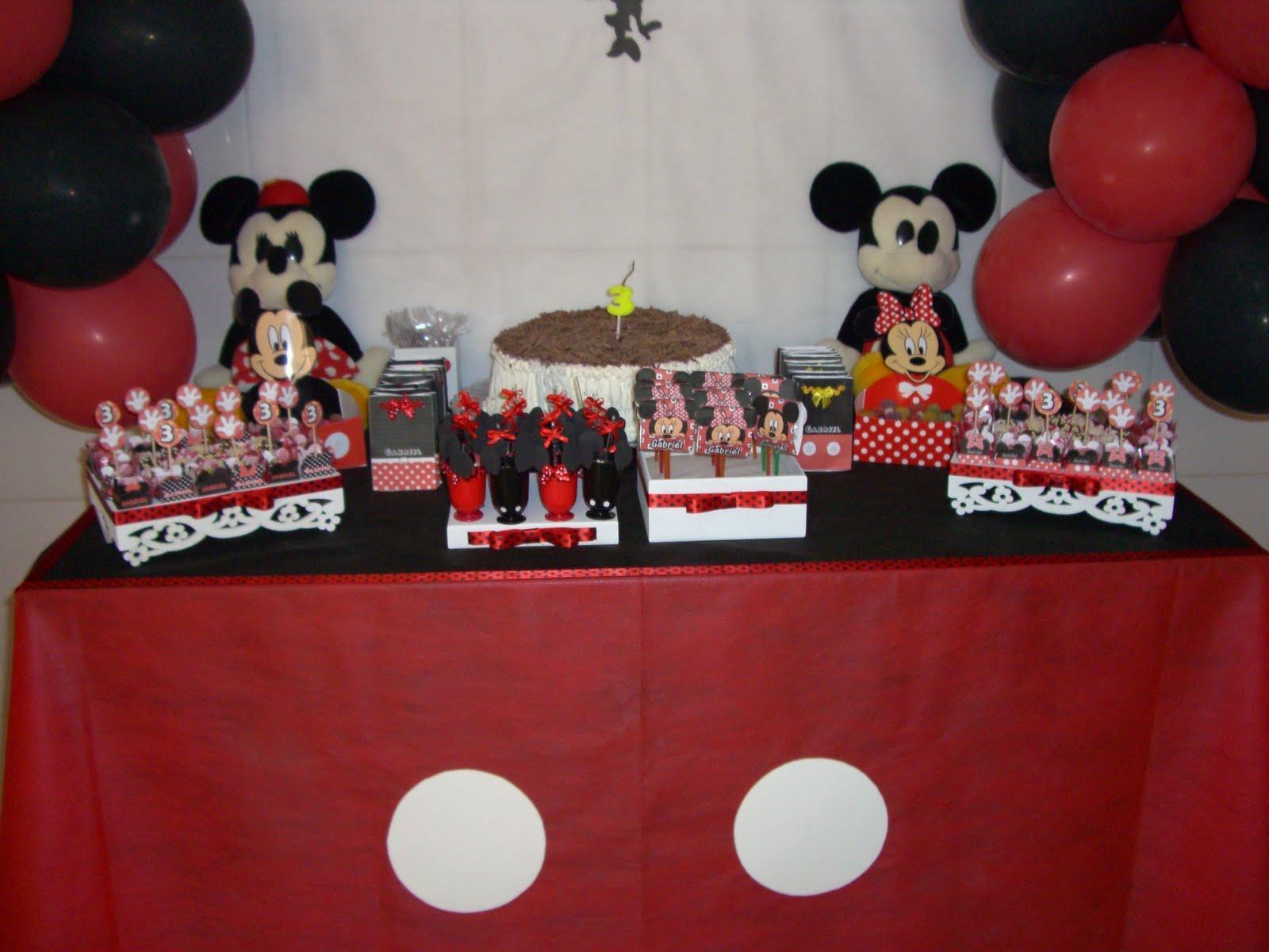 saia ficou como o calção do Mickey.