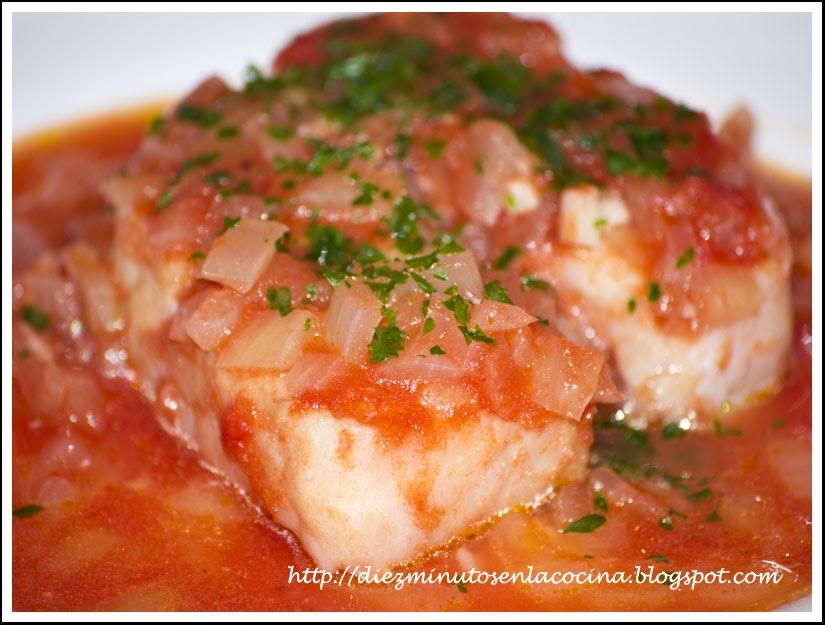 Diez minutos en la cocina merluza con tomate al microondas - Cocinar pescado microondas ...