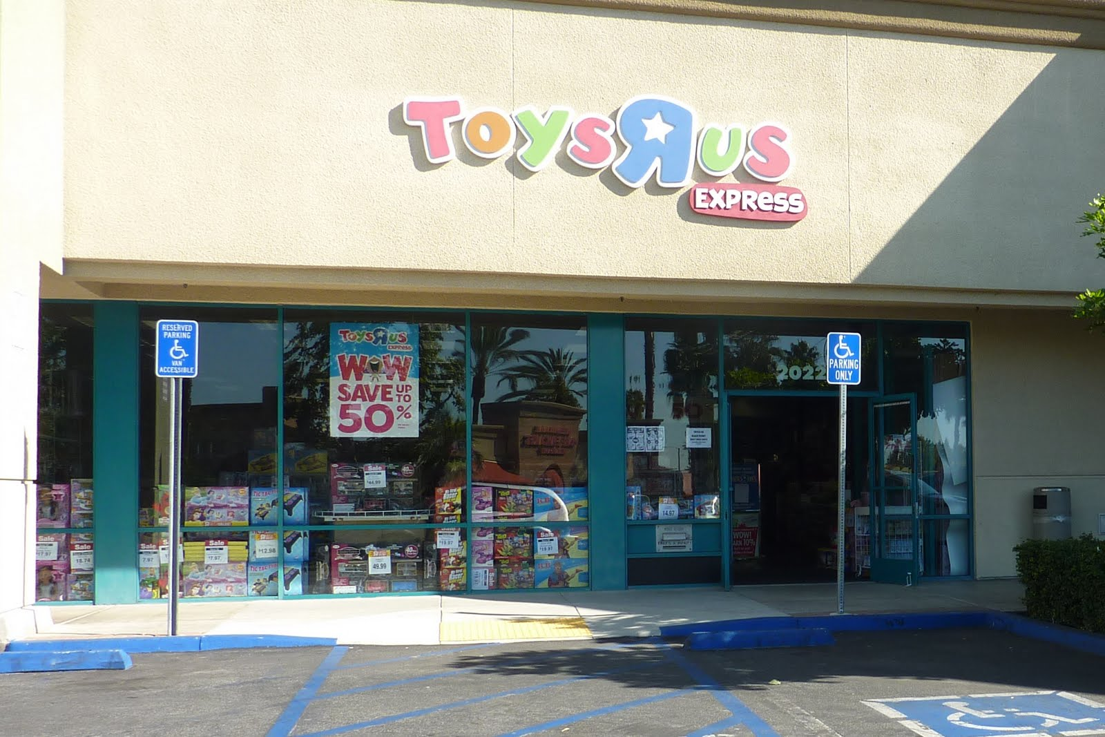 Toys R Us Mall : Montebello mom toys r us express mall