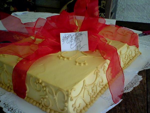 Present_Birthday_Cake329.jpg