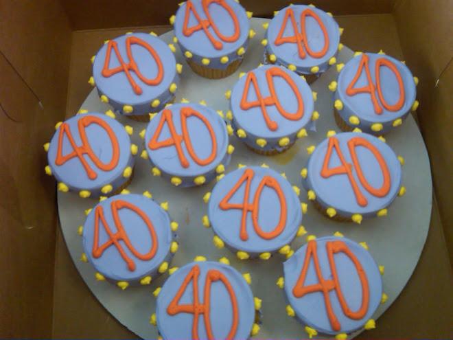 PolkaDot_40_Birthday_Cupcakes