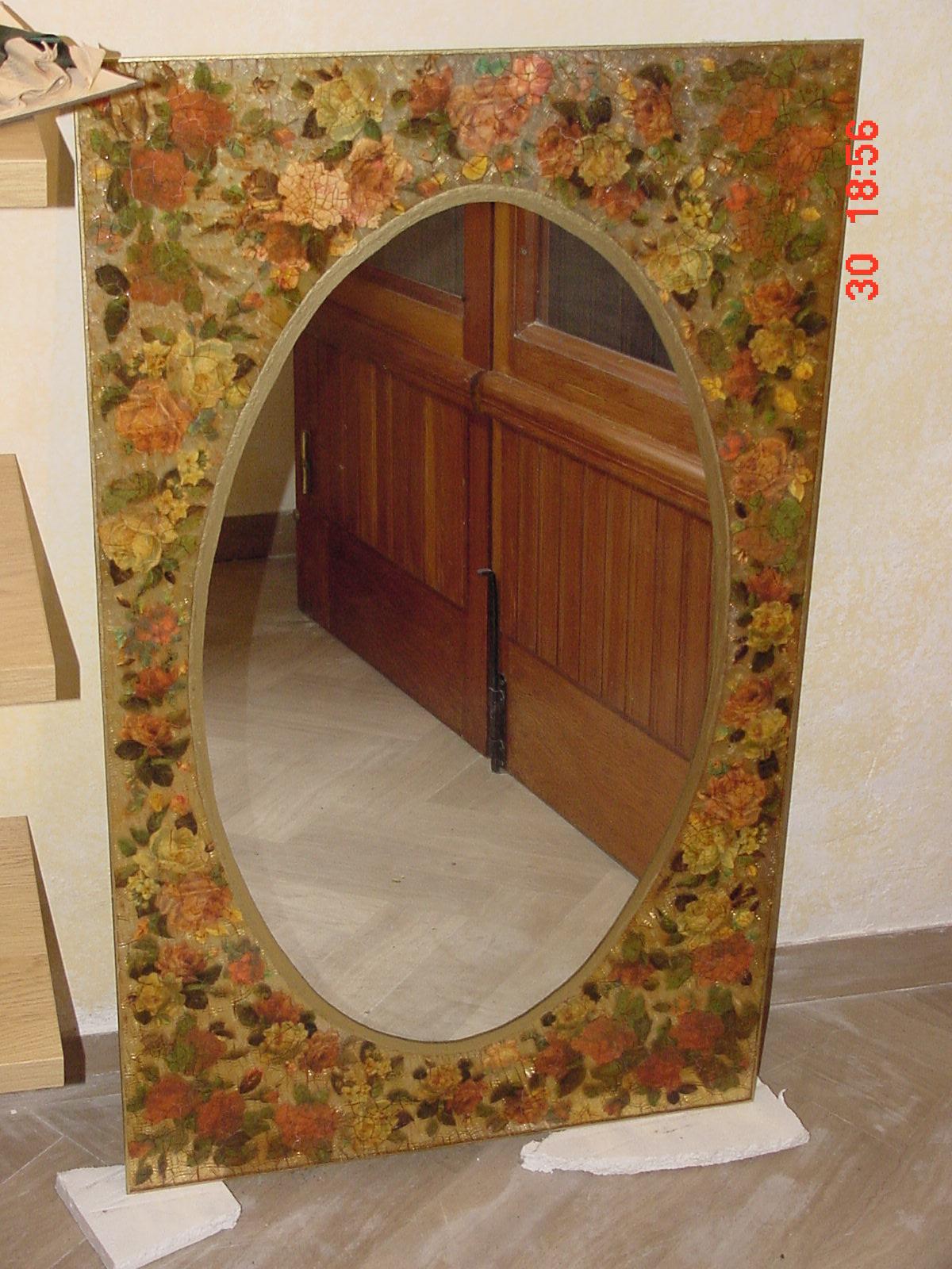Arte d 39 addetta quadri specchi vetrate - La mano sullo specchio ...