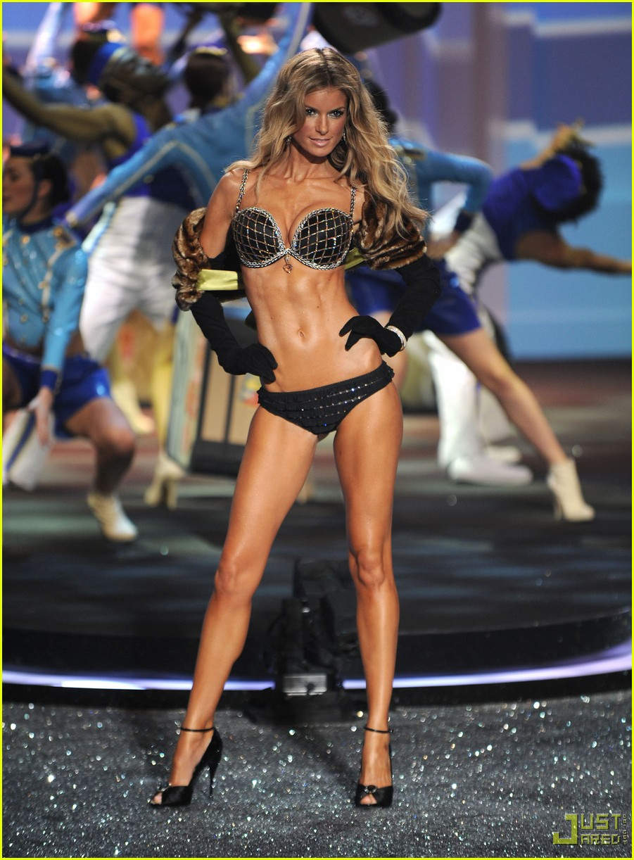 Victoria s Secret to eating cupcakes and keeping ice in your skivviesMarisa Miller Victorias Secret Fashion Show