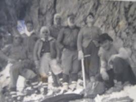 ESTA FOTO CORRESPONDE AL AÑO 1951, COLOCO EL BUSTO DE BOLIVAR EN LA CIMA DE VENEZUELA