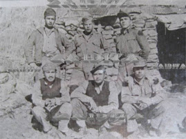 MI PADRE JUNTO A SUS COMPAÑEROS EN UN REFUGIO DE PICO ESPEJO EN EL PICO BOLIVAR ANTES DE SUBIR