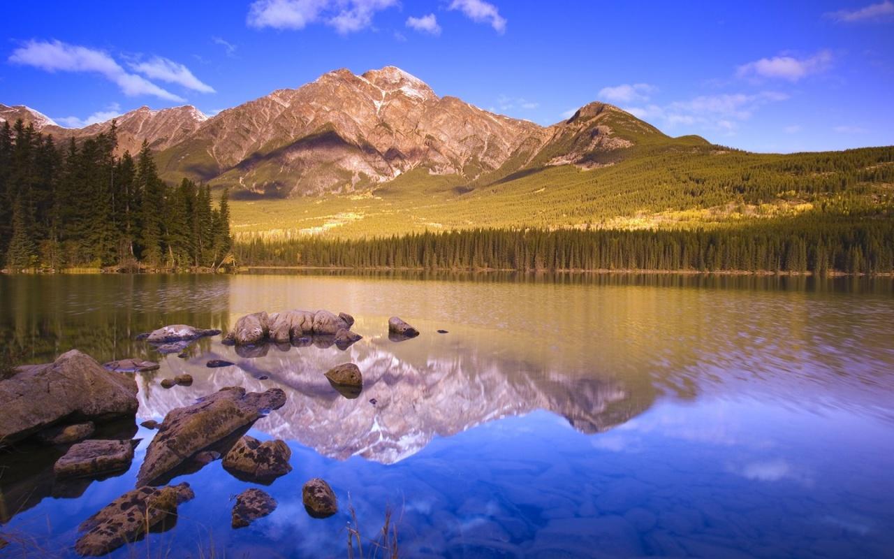 http://2.bp.blogspot.com/_hbCSFFt9eB8/TMr6LUEiJVI/AAAAAAAAAoQ/6qP3CIuEZdg/s1600/lake_and_a_peak-1280x800.jpg