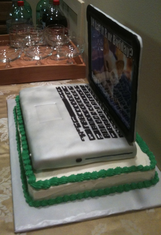 Cakes by Lacee: Laptop Cake