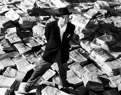 Ciudadano Kane rodeado de periódicos