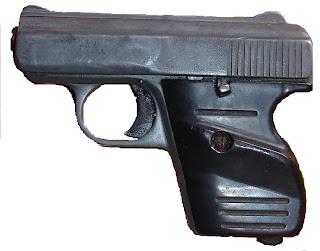 PN investiga Raso y civil apresado con pistola sin documentos